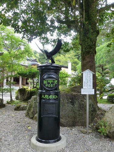熊野本宮大社にある八咫烏のポスト