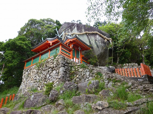 神倉神社のご神体(ゴドビキ岩)