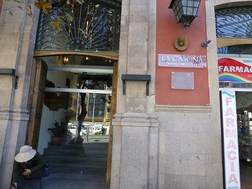 ボリビア・ラパスのラ・カソナ・ホテルの入口