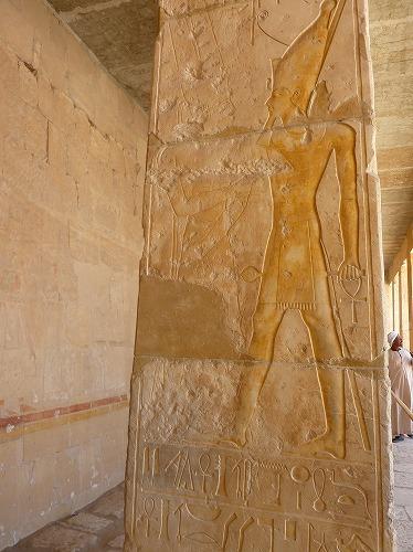 エジプト・ルクソール(ナイル川西岸)のハトシェプスト女王葬祭殿のレリーフ