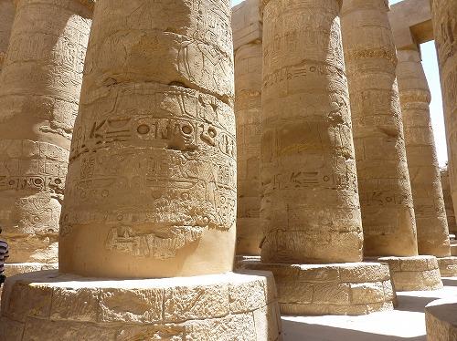 エジプト・ルクソールのカルナック神殿(アメン大神殿)にある柱列