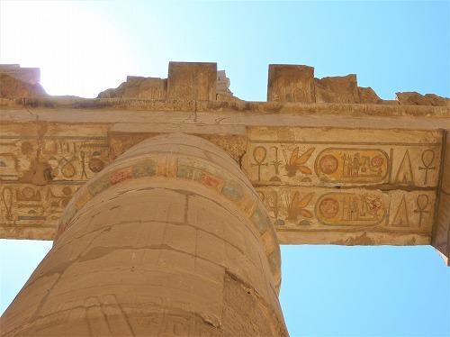 エジプト・ルクソールのカルナック神殿(アメン大神殿)にある柱の裏側