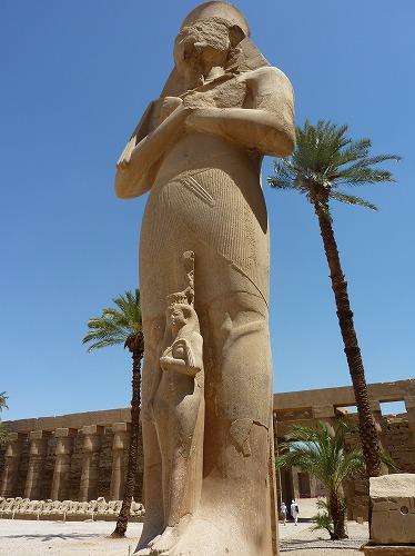 エジプト・ルクソールのカルナック神殿(アメン大神殿)にあるビネジェムの像