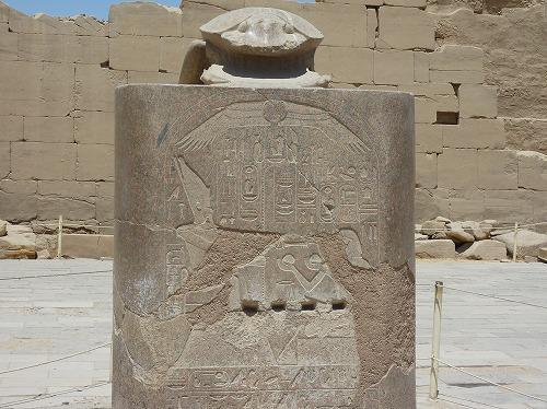 エジプト・ルクソールのカルナック神殿(アメン大神殿)にある大スカラベ