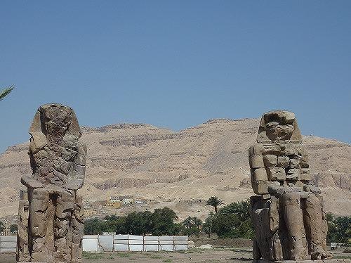 エジプト・ルクソールのメムノンの巨像