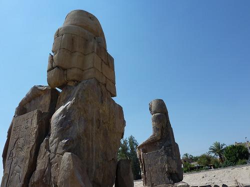 エジプト・ルクソール(ナイル川西岸)のメムノンの巨像(後ろ側)