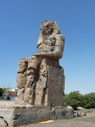 エジプト・ルクソール(ナイル川西岸)のメムノンの巨像