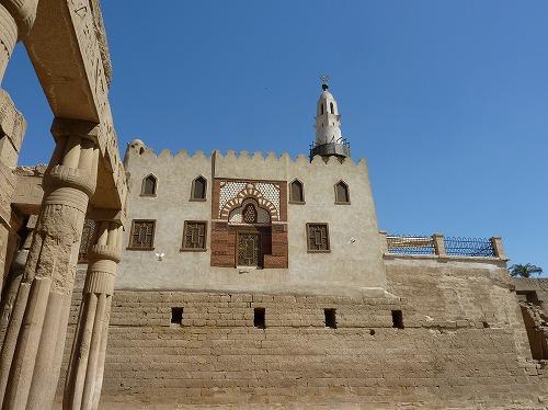 エジプト・ルクソールのルクソール神殿のガーマ・アブーイル・ハッカーグ