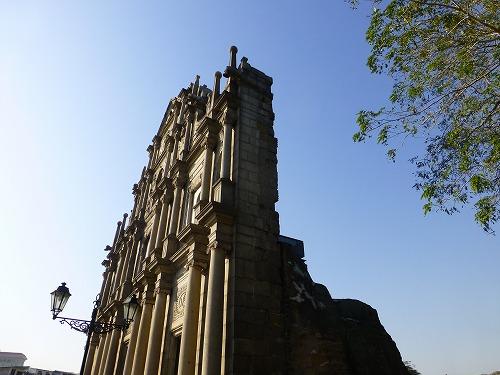 横から見たマカオの聖ポール天主堂跡