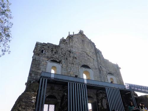 裏から見たマカオの聖ポール天主堂跡