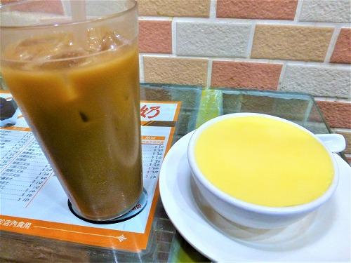 マカオの義順の温かいエッグプリンとアイスコーヒー
