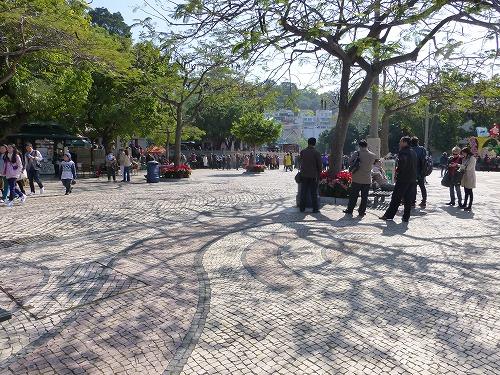 マカオの媽閣廟前のバラ広場