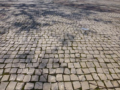 マカオの媽閣廟の前にあるバラ広場の石畳