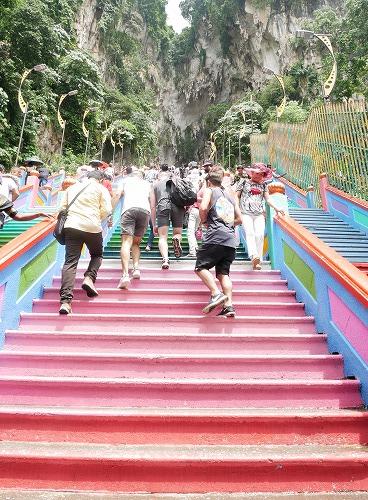 マレーシアのバトゥ洞窟へ続く階段