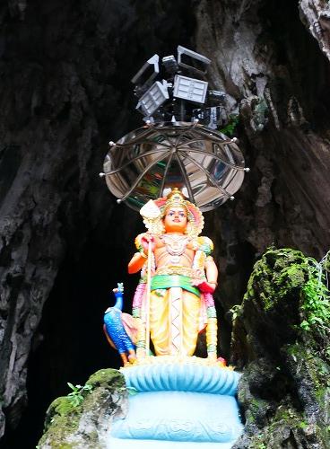 マレーシアのバトゥ洞窟入口にある像