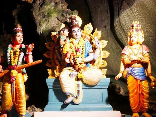 マレーシアのバトゥ洞窟の神様の像