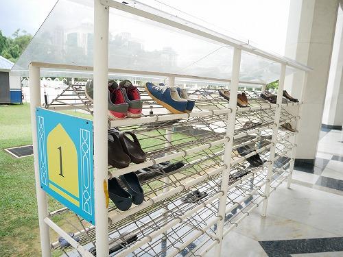 マレーシアのシャー・アラムにあるブルーモスクの靴置き場