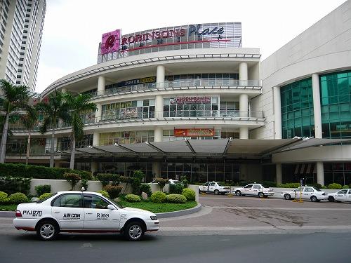 フィリピンのマニラを走るタクシー
