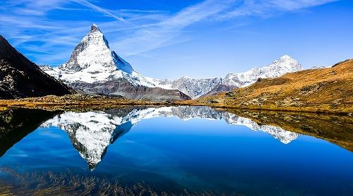 スイスの逆さマッターホルンが映るリッフェル湖