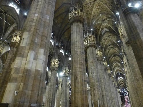 イタリア・ミラノのドゥオモ(大聖堂)内部