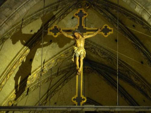 イタリア・ミラノのドゥオモ(大聖堂)にある十字架に磔にされたキリスト像