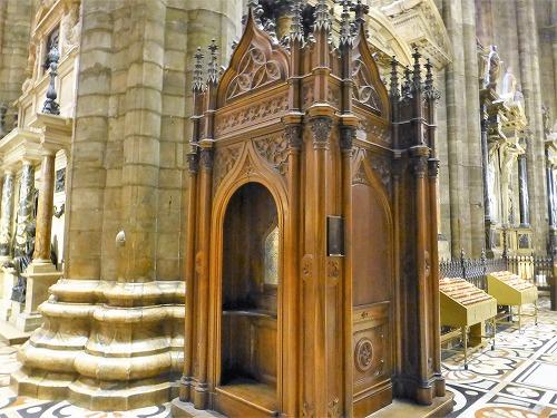 イタリア・ミラノのドゥオモ(大聖堂)の懺悔室