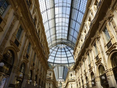 イタリア・ミラノのヴィットリオ・エマヌエーレ2世のガッレリアの天井