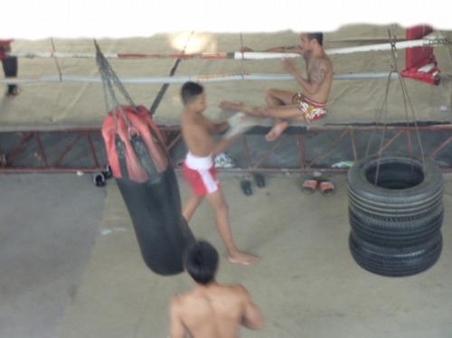 タイ・バンコクにあるムエタイのジムでの練習風景