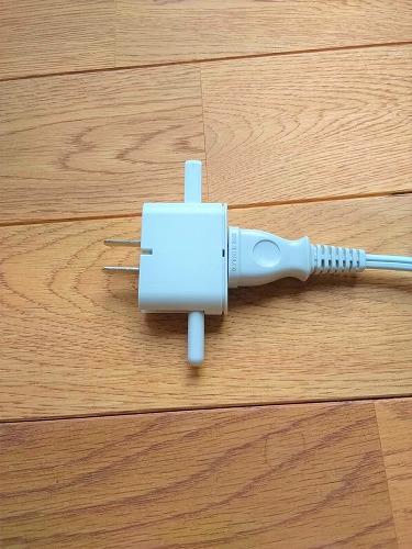 無印良品のトラベル用変換プラグアダプター(変換後)