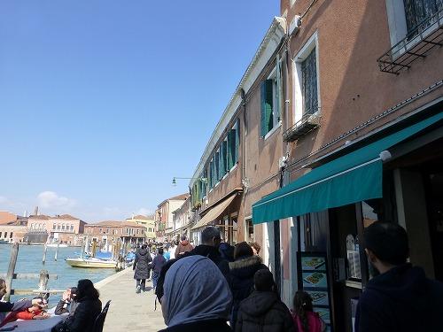 イタリア・ベネチア近くのムラーノ島の狭い通路