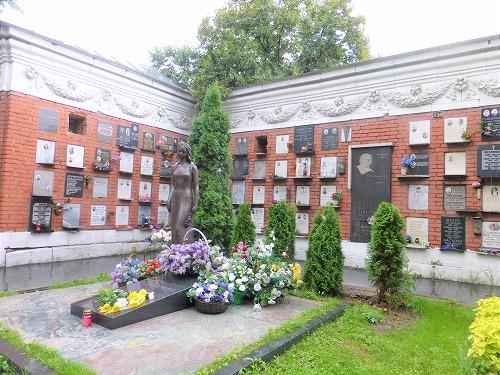 ロシア・モスクワにあるノヴォデヴィッチ墓地のゴルバチョフ夫人・ライサの墓