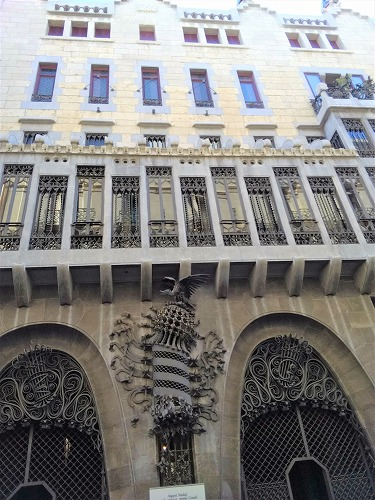 スペイン・バルセロナにあるグエル邸の外観