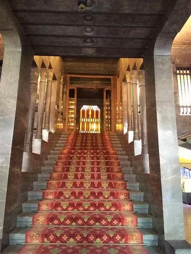 スペイン・バルセロナにあるグエル邸の大階段