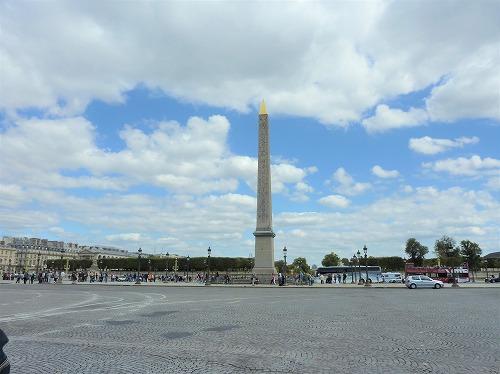 フランス・パリのコンコルド広場にあるオベリスク