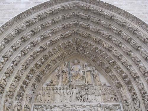 フランス・パリのノートルダム大聖堂のタンパン