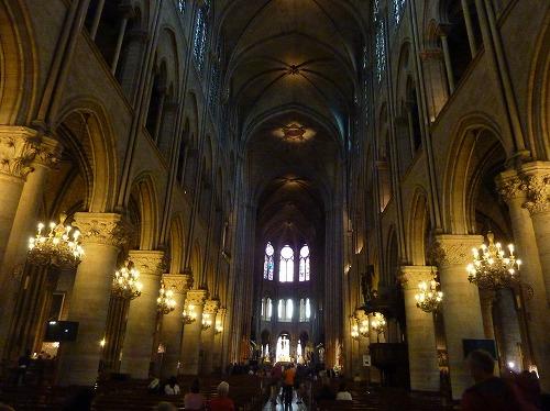 フランス・パリのノートルダム大聖堂内部