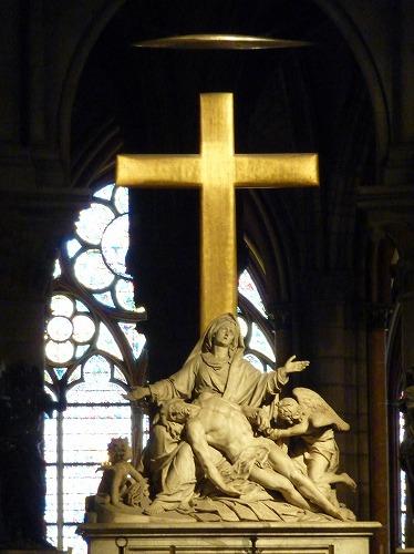 フランス・パリのノートルダム大聖堂内のピエタ像