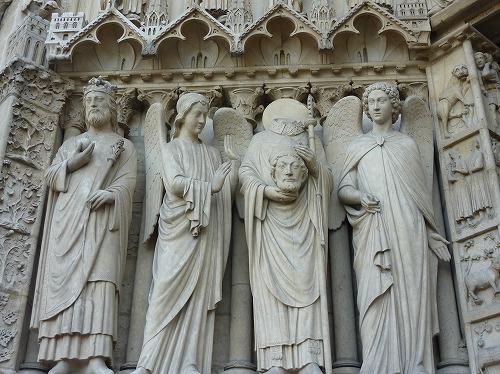 フランス・パリのノートルダム大聖堂の彫刻