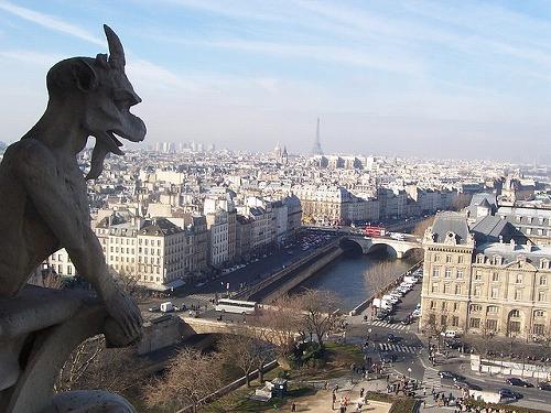 フランス・パリのノートルダム大聖堂のガーゴイル像