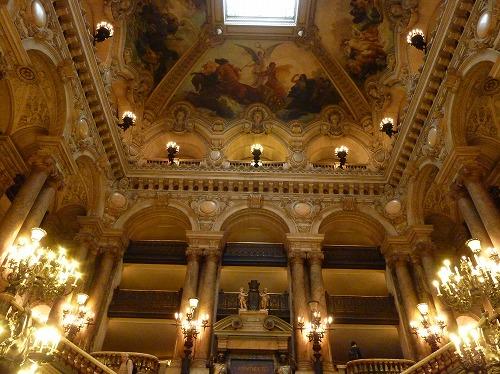 フランス・パリのオペラ座(ガルニエ宮)の大階段上部