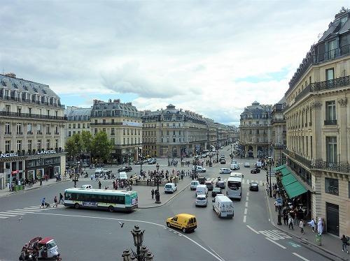 フランス・パリのオペラ座(ガルニエ宮)のテラスからの眺め