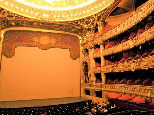 フランス・パリのオペラ座(ガルニエ宮)の劇場ホール