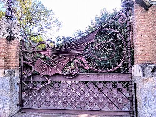 スペイン・バルセロナにあるグエル別邸の正門