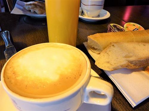 フランス・パリの朝食(プチ・デジュネ)