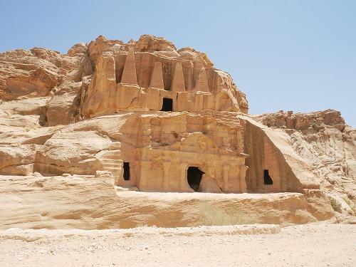 ペトラ遺跡(ヨルダン)のバーブ・アッシーク・トリクリニウム