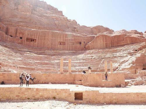 ペトラ遺跡(ヨルダン)のローマ円形劇場