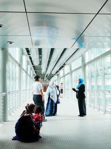 マレーシア・クアラルンプールのペトロナスツインタワーのスカイブリッジ