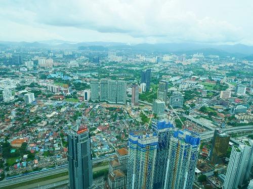 マレーシア・クアラルンプールのペトロナスツインタワーのオブザーベーションデッキからの眺め