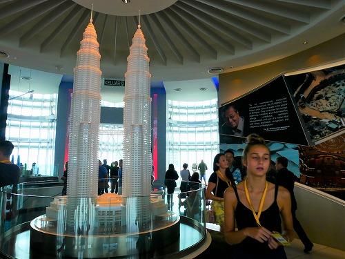 マレーシア・クアラルンプールのペトロナスツインタワーのオブザーベーションデッキ内の模型