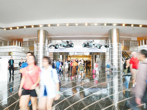 マレーシア・クアラルンプールのペトロナスツインタワー入口